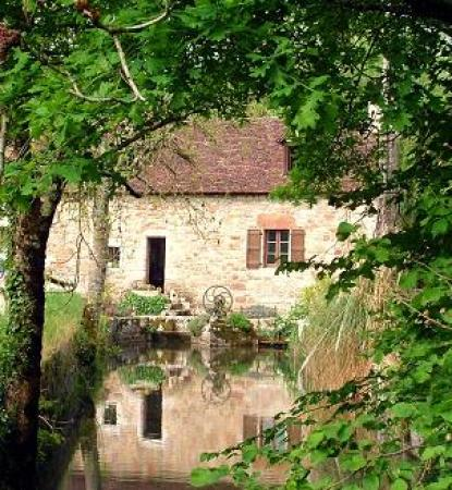 Causse de Gramat, attractive mill with bases 12th, 165m², on 1,3Ha